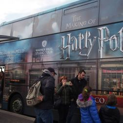 Warner Bros.: Kyvadlový autobus na Watford Junction